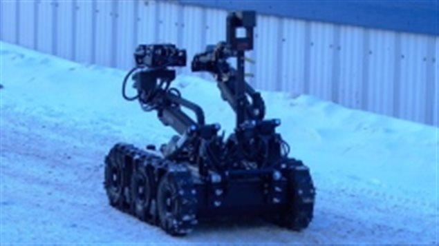 Un robot de la police dans une ruelle de Whitehorse