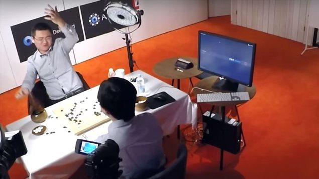Le logiciel AlphaGo de Google a battu un champion du jeu de go en apprenant par lui-même sa stratégie gagnante.