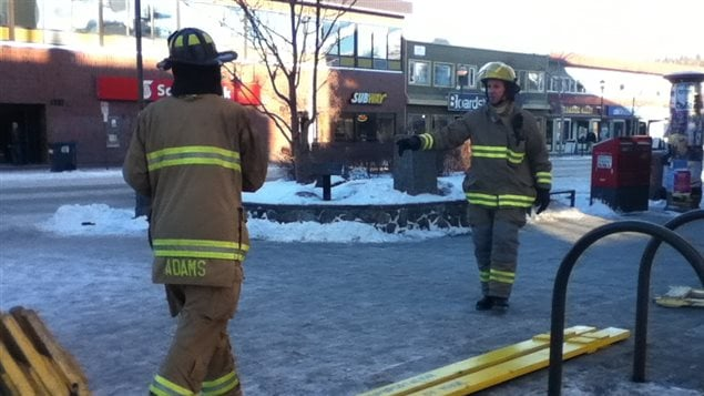 Des pompiers dans le centre-ville de Whitehorse.