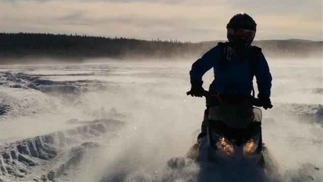 La motoneige s'est imposée dans le paysage nordique canadien.