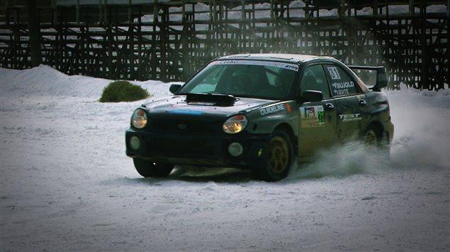 La voiture du championnat canadien de rallye qui participe à la course.