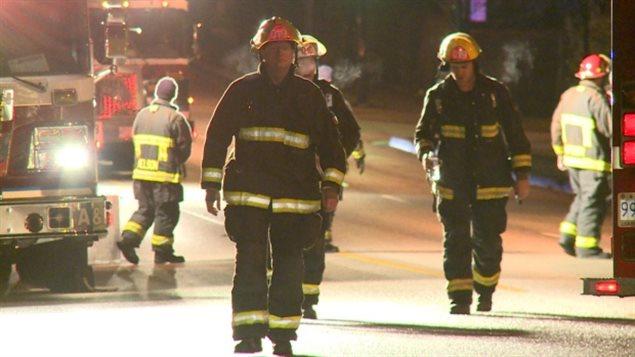 Les pompiers de Vancouver sur les lieux de l'incendie à la rue Arbutus.