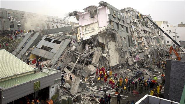 Une tour résidentielle de 17 étages de la ville de Tainan s'est notamment effondrée