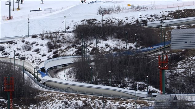 L'intersection entre les descentes de luge et de bobsleigh au Parc olympique de Calgary.