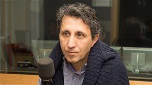 Amir Khadir, de passage dans notre studio pour souligner les 10 ans de Québec Solidaire.