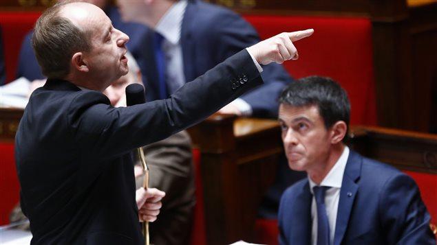 Le ministre de la Justice, Jean-Jacques Urvoas, et le premier ministre, Manuel Valls, lors des discussions sur le projet de loi de « protection de la Nation ».