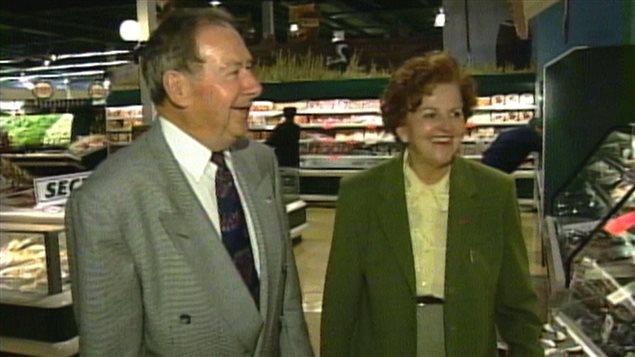 Germain et Rolande Pelletier, à l'occasion du 40e anniversaire des Supermarchés GP, en 1998.