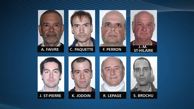 Les huit accusés qui comparaissent pour demander une remise en liberté conditionnelle.