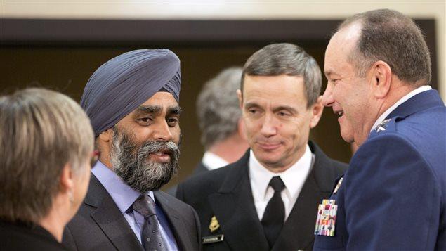 Le ministre canadien de la Défense, Harjit Sajjan (deuxième à gauche) lors de la rencontre de l'Organisation du traité de l'Atlantique nord à Bruxelles.