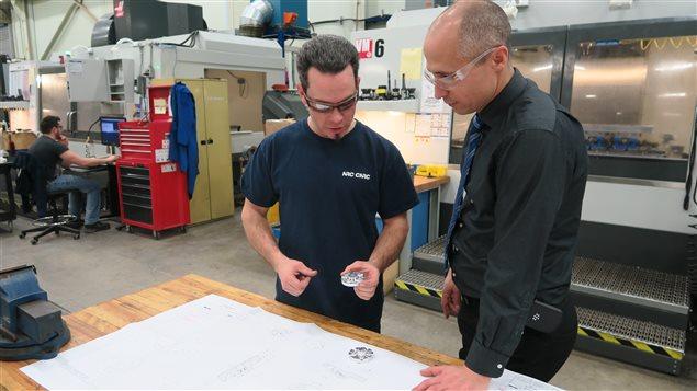 Chaque semaine, les outilleurs qui travaillent dans l'atelier de fabrication du CNRC sont appelés à venir en aide à des chercheurs de différents domaines.