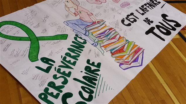 Affiche faite main sur la persévérance scolaire