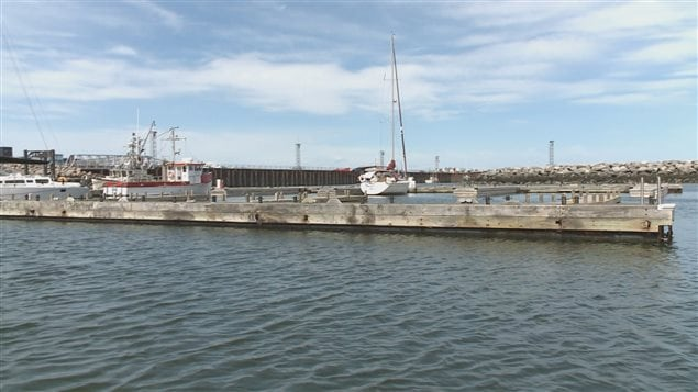 Des pontons et une partie de la jetée est à la Marina de Rimouski.