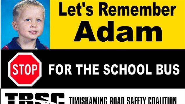 Une pancarte Let's Remember Adam Ranger dans le nord de l'Ontario
