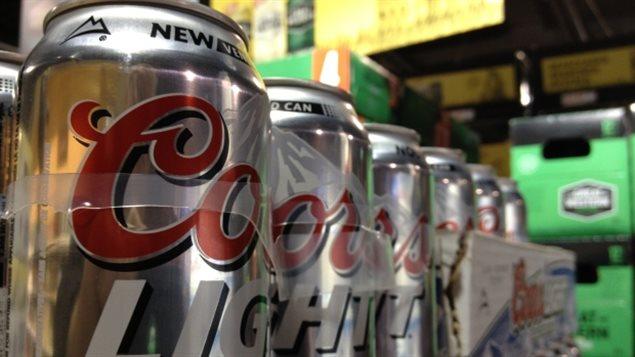 Des cannettes de bière de la compagnie Molson Coors.