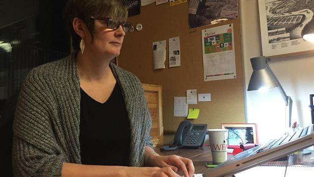 «Les boîtes en forme de cœur [de la compagnie de chocolat Ganong] sous-entendaient que c'étaient des cadeaux à donner à ses chers, ou plutôt, le cadeau idéal pour un homme à offrir à son cœur, sa douce», indique la professeure d'histoire à l'Université de Winnipeg, Janis Thiessen.