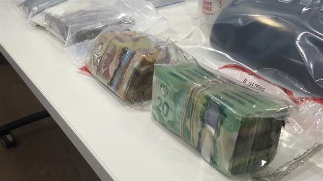 Saisie d'argent comptant suite à l'arrestation d'un membre des Hells Angels à Edmonton.