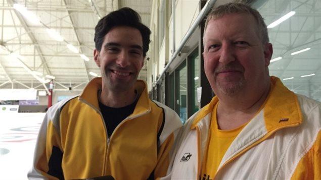 Joel Marcon et Rod Ingram, capitaines des équipes Manitoba 1 et 2, le 12 février 2016 au championnat canadien de curling gai à Winnipeg.