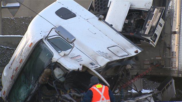 Le chauffeur aurait perdu le contrôle de son véhicule en raison d'une distraction.