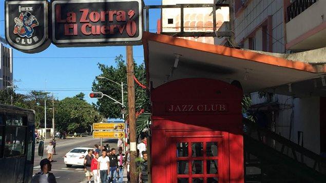 Le club de jazz à La Havane, La Zorra y el Cuervo