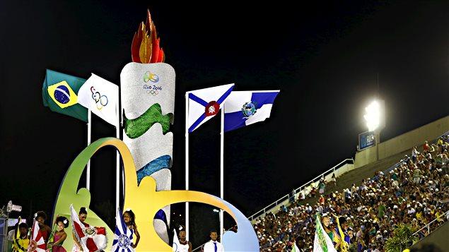Une caravane des Jeux olympiques de Rio au sambadrome à Rio de Janeiro pendant les carnaval, le 7 février 2016.
