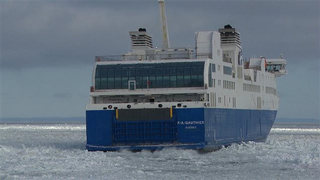 F.-A.-Gauthier dans les glaces au large de Matane.