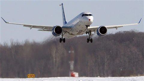 Un CS300 de Bombardier effectue son premier vol à l'aéroport de Mirabel