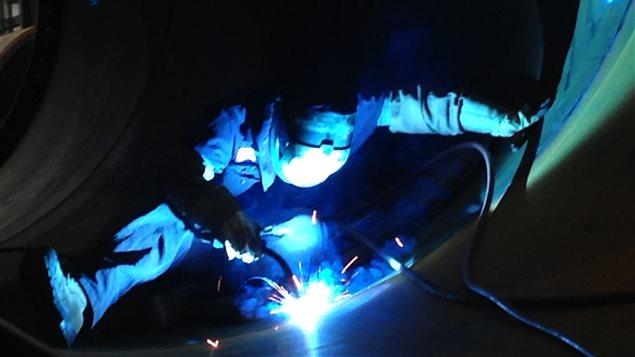 usine-marmen-travailleur