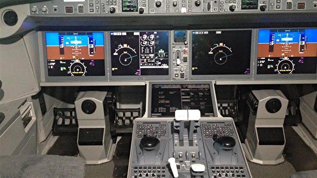 Le cockpit d'un CS300 de Bombardier