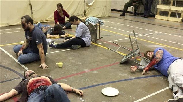 Simulation d'un code orange au campus de la santé de Sherbrooke, blessés couchés par terre en sang, très réaliste