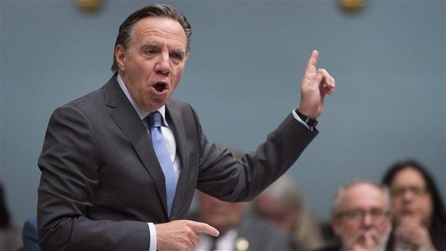Le chef de la CAQ a dénoncé les centaines de pertes d'emplois chez Bombardier et l'abandon des 1800 employés d'Aveos par le gouvernement libéral de Philippe Couillard.