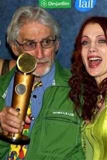 Gilles Carle avec Chloé Sainte-Marie lorsqu'il a reçu le Jutra-hommage en 2001