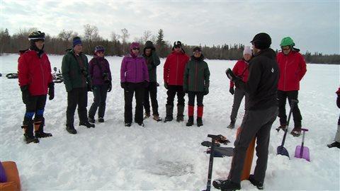 Le guide Ben Shillington explique l'importance de bien organiser son équipement lorsqu'on travaille dans du - 25 C