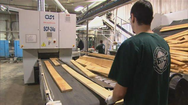 L'un des nouveaux équipements automatisés permettant la vérification des planches.