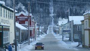 Une rue à Dawson City au Yukon