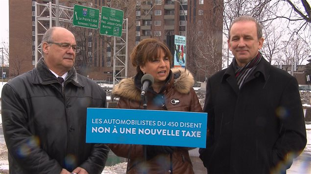 Les députés de la CAQ Mario Laframboise, Nathalie Roy et Claude Surprenant, à Longueuil, le 21 février