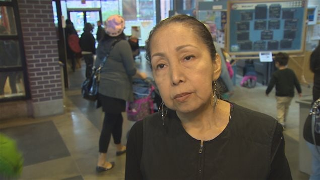 La militante communautaire Kat Norris réagit à la publication d'un livre par Robert Pickton le 21 février 2016 à Vancouver.