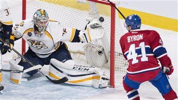 Pekka Rinne frustre Paul Byron d'un but en deuxième période.