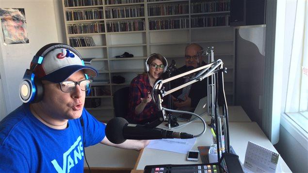 Trois employés, Michael Gagnon, Audréanne Vigneau et Carol Saint-Pierre