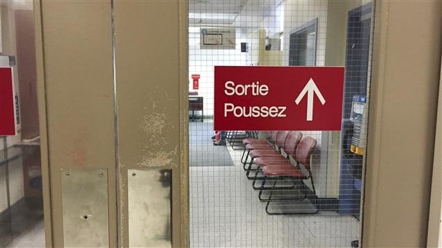 Sortie de l'urgence de l'hôpital Notre-Dame.