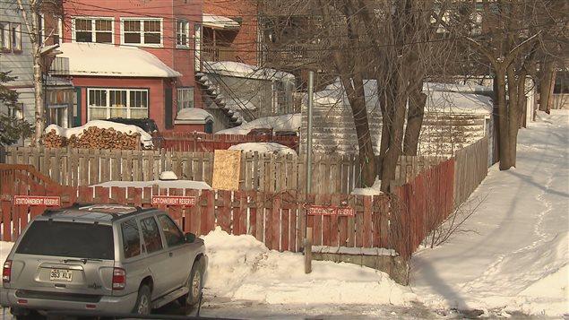 Les ruelles du quartier Limoilou auraient le potentiel d'accueillir des mini-maisons, selon Érick Rivard.