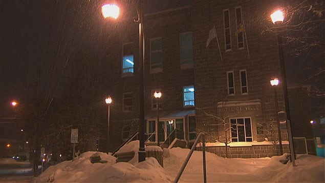 L'hôtel de ville d'Alma, l'hiver, la nuit