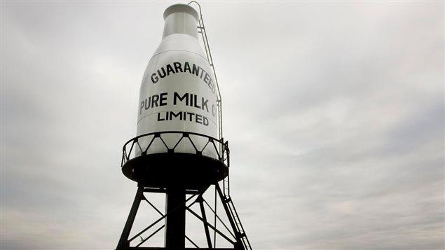 Située au sud du boul. René-Lévesque et à l'ouest de la rue de la Montagne, la pinte de lait est une icône du paysage montréalais.