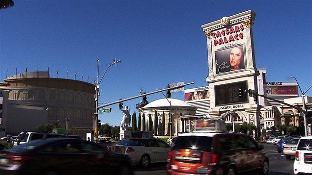 L'affiche du concert de Céline Dion sur la marquise du Caesars Palace à Las Vegas