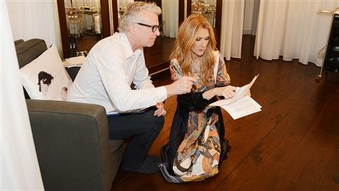 Céline Dion et Scott Price, son directeur musical, en coulisses