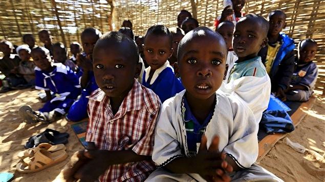 Des enfants réfugiés dans le camp El Geneina, dans l'ouest du Darfour au Soudan, en novembre 2015.