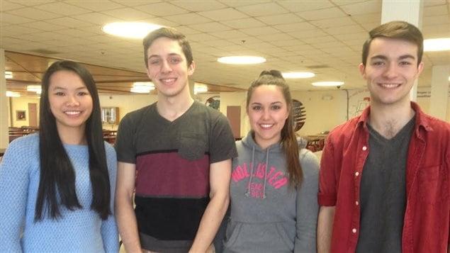 Quatre élèves de l'école ESN