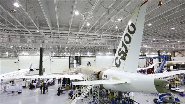 Une usine de Bombardier où l'on assemble des avions de la C Series.