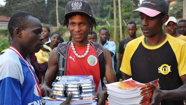 Les dons permettent notamment de fournir du matériel scolaire aux jeunes du Gatina Youth and Empowerment Program.