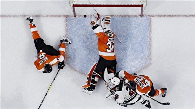 Michal Neuvirth sauve la victoire des Flyers avec moins de cinq secondes au cadran