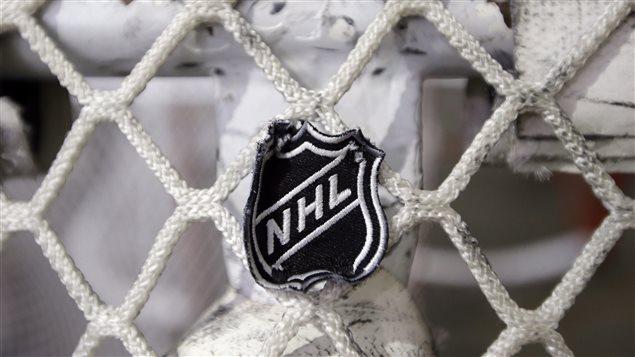Le logo de la LNH sur un filet à Nashville.